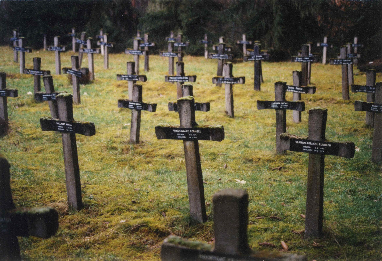 thierry-jaspart-belgium-rekem-old-psychiatric-hospital-graveyard